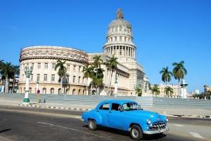 Voiture dans les rues de La Havane