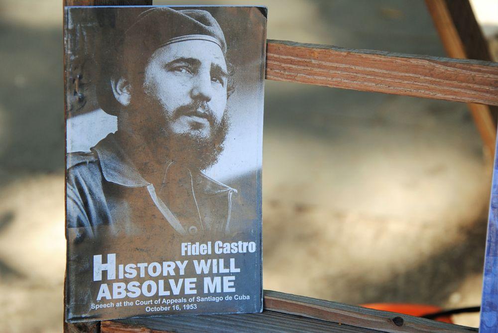 Livre sur Castro sur un marché