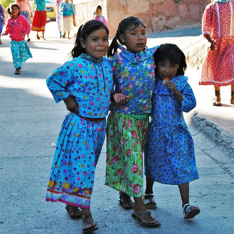 Enfants dans les rues de Cerocahui
