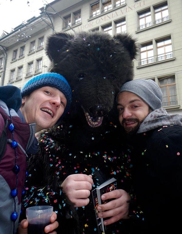 Ours au marché à l'oignon de Berne