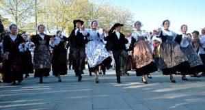 Défilé de danse bretonne à Vannes avec le Tradi'Deiz