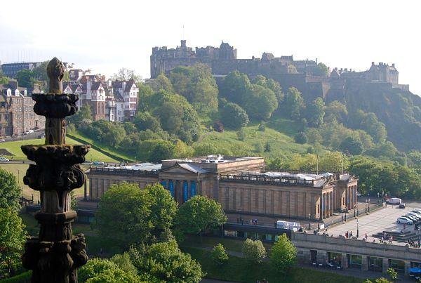Château d'Edimbourg vu depuis le Scott Monument dans Princess Street