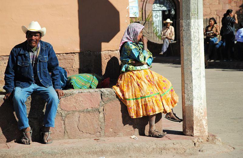 Couple sur la place de Cerocahui