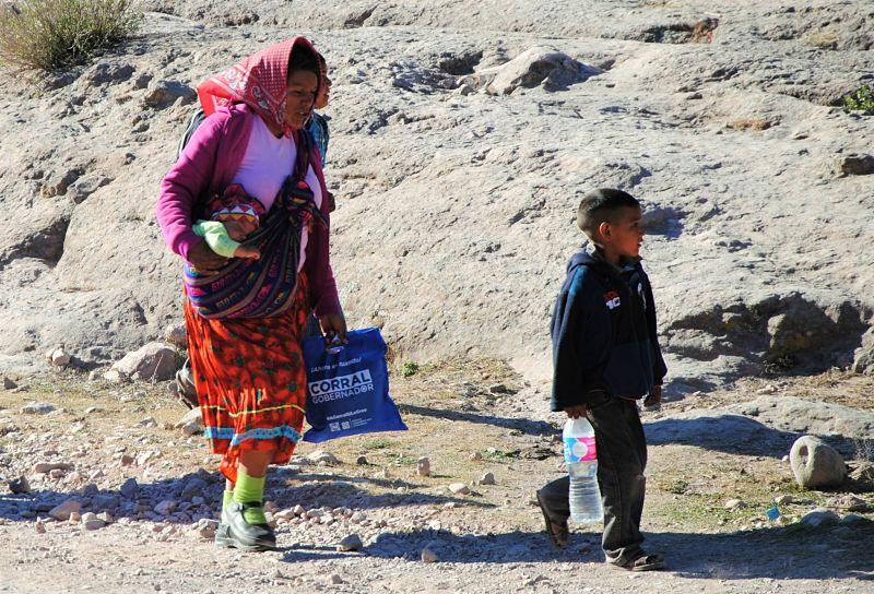 Une mère tarahumara et ses enfants