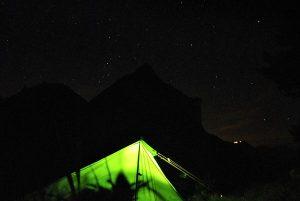 Camping sauvage dans les montagnes suisses