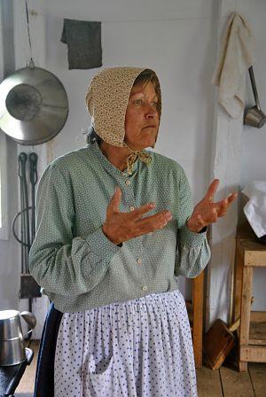 Femme acadienne racontant son histoire