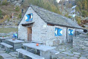 Capanna Alzasca, refuge au top proche de Someo dans le Tessin