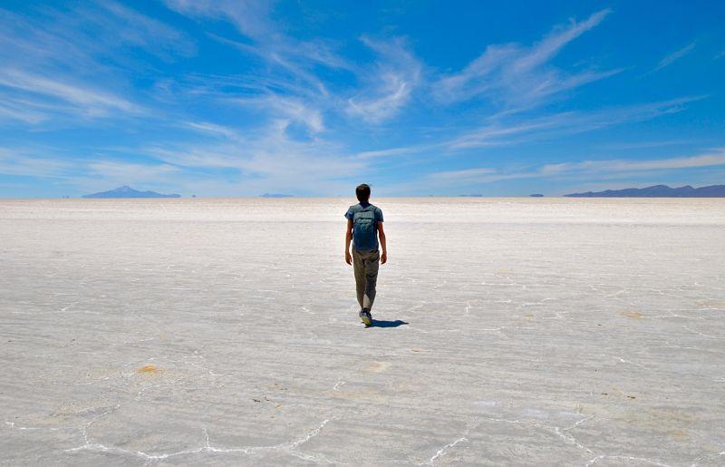 Immensité du désert de sel d'Uyuni en Bolivie