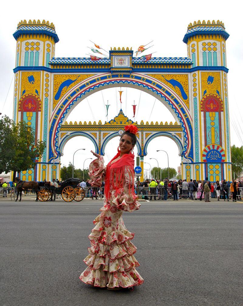 Mon amie andalouse devant la Portada de Séville