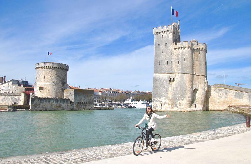 Photo du vieux port de La Rochelle à vélo