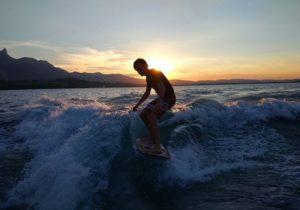 Travailler et surfer au bord du lac de Thoune en Suisse