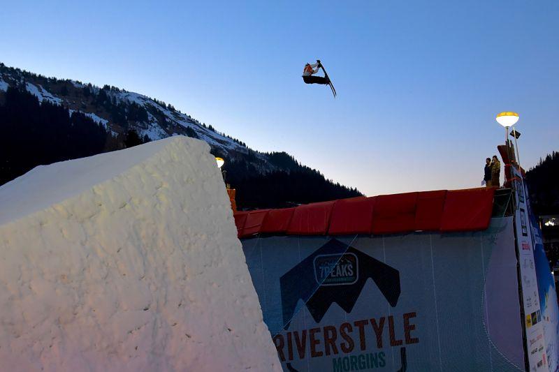 Grab des skis au 7Peaks Riverstyle