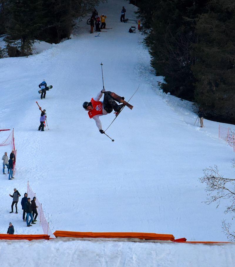 Jump en ski en fin d'après midi au 7Peaks Riverstyle