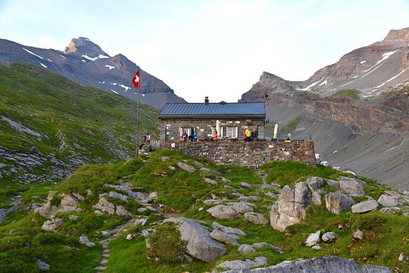 Cabane de Susanfe sur le chemin de la Haute-Cime