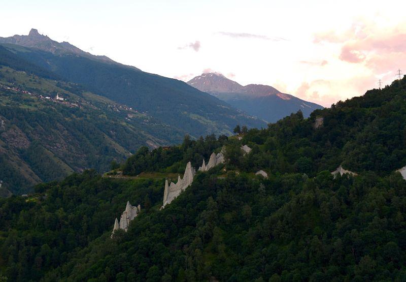 Pyarmides d'Euseigne dans le Valais suisse