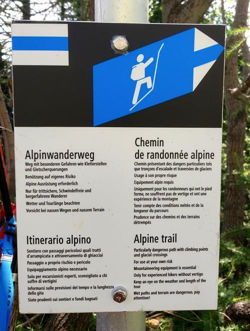 Chemin de randonnée alpine pour se rendre au Luisin dans le Valais
