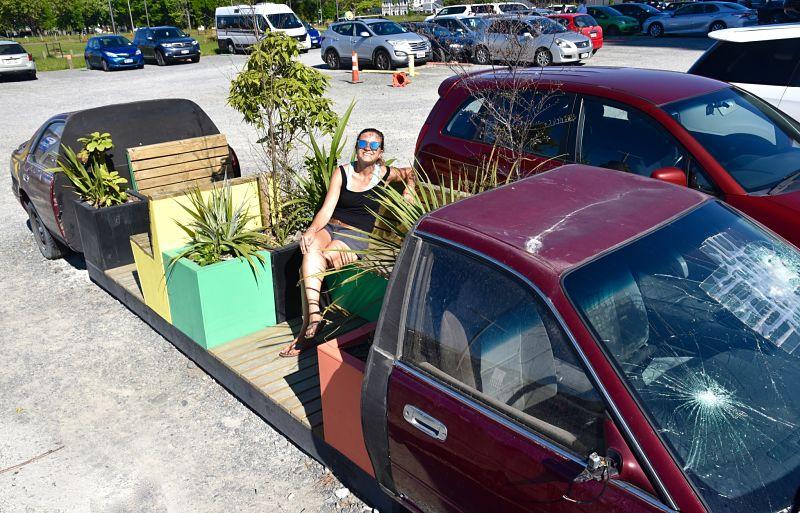 voiture transformée en banc des les rues de Christchurch