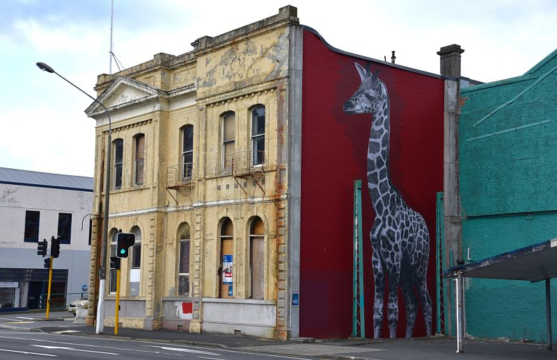 Girafe d'une artiste française dans les rues de Dunedin