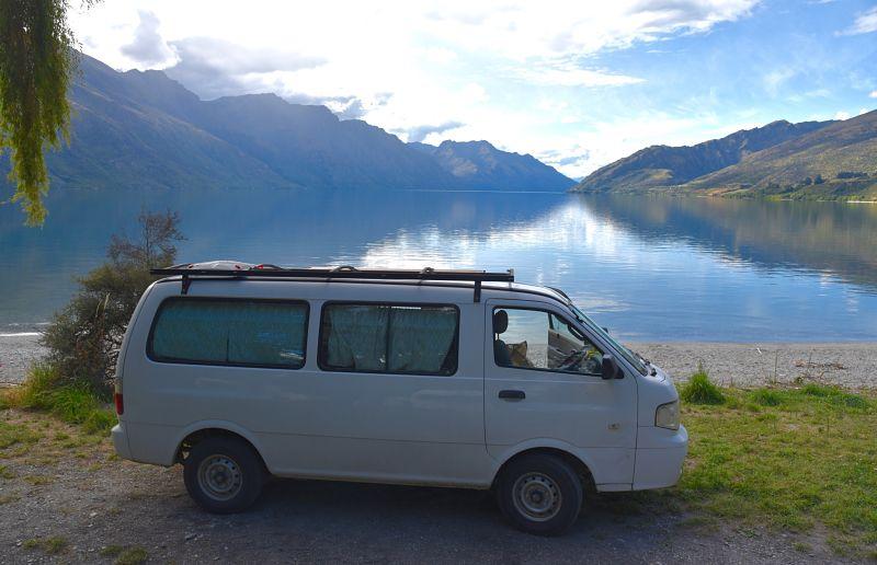 Camping avec notre van au lac Wakatipu face à Queenstown