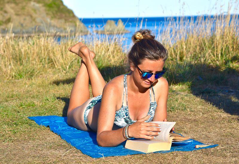 Bain de soleil en vanlife en Nouvelle-Zélande