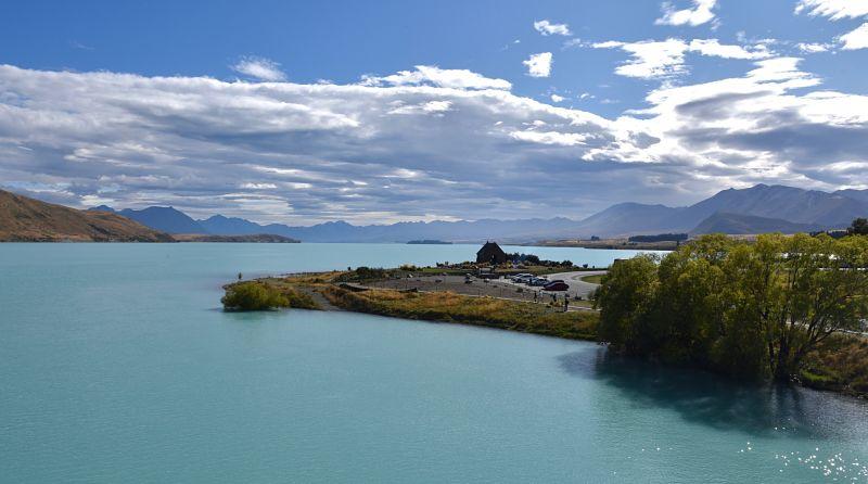 Lac tekapo et son haut turquoise