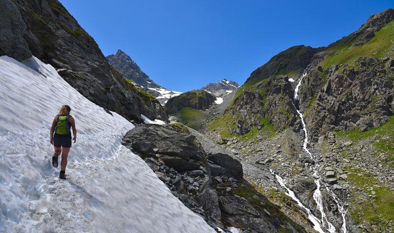 Névé sur le sentier des bouquetins dans le Val d'hérens en Suisse