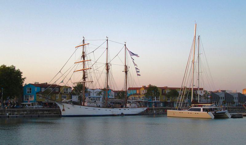 Bateau dans le port de La Rochelle pendant notre week-end à visiter la ville