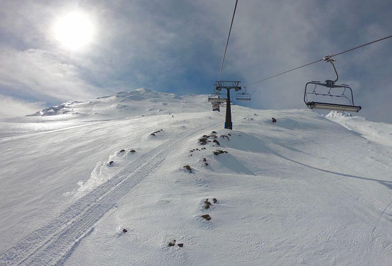 Skier en Nouvelle-Zélande à Turoa sur le Mont Ruapehu